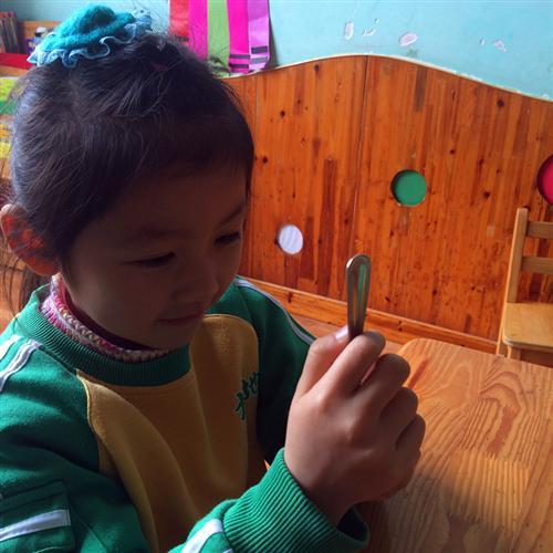 幼儿中班哈哈镜中的我简笔画